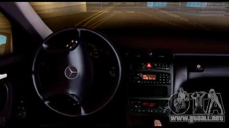 Mercedes-Benz C32 AMG Police para GTA San Andreas vista hacia atrás
