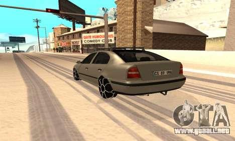 Skoda Octavia Winter Mode para GTA San Andreas left