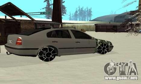 Skoda Octavia Winter Mode para GTA San Andreas vista hacia atrás