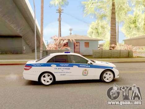 Mercedes-Benz E500 ДПС para GTA San Andreas vista posterior izquierda