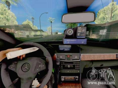 Mercedes-Benz E500 ДПС para la visión correcta GTA San Andreas