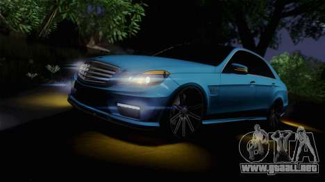 Mercedes-Benz E63 AMG 2010 Vossen wheels para vista inferior GTA San Andreas