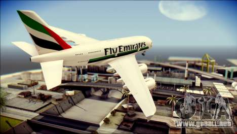 Airbus A380-800 Fly Emirates Airline para GTA San Andreas left