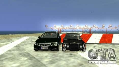 Mercedes-Benz E-Class 2015 Norwegian Police para GTA 4 vista desde abajo