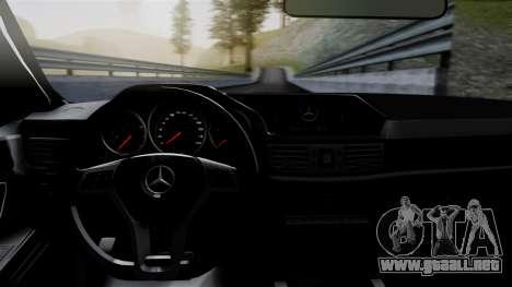 Mercedes-Benz W212 E63 AMG para GTA San Andreas vista hacia atrás