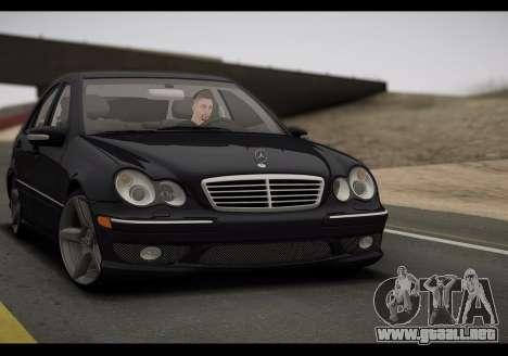 Mercedes-Benz C32 W203 2004 para GTA San Andreas left