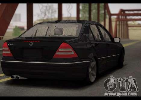 Mercedes-Benz C32 W203 2004 para la visión correcta GTA San Andreas