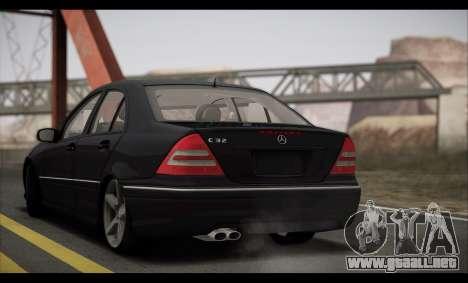 Mercedes-Benz C32 W203 2004 para visión interna GTA San Andreas