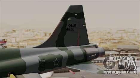 Northrop F-5E Tiger II Texture FAB para GTA San Andreas vista posterior izquierda