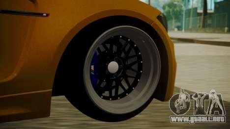 BMW 1M E82 without Sunroof para GTA San Andreas vista posterior izquierda