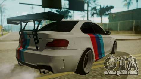 BMW 1M E82 without Sunroof para vista lateral GTA San Andreas