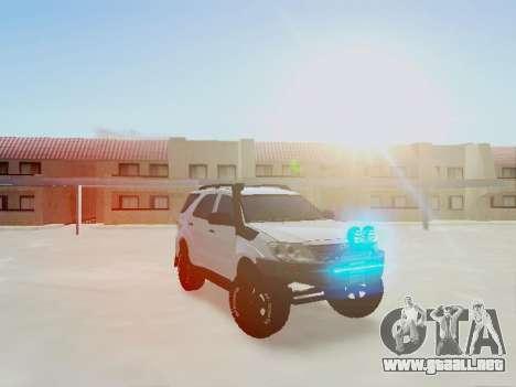 Toyota Fortuner 2012 TRD Off-Road para la visión correcta GTA San Andreas