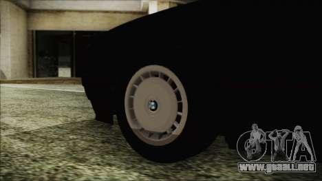 BMW 525i E34 1992 para GTA San Andreas vista posterior izquierda