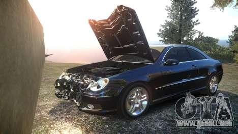 Mercedes CLK55 AMG Coupe 2003 para GTA 4 vista desde abajo
