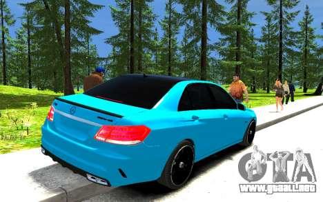 Mercedes-Benz E63 W212 AMG para GTA 4 Vista posterior izquierda