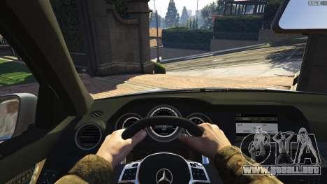 GTA 5 Mercedes-Benz C63 AMG v2 vista lateral trasera derecha