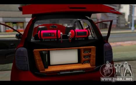 Nissan March 2011 Hellaflush para GTA San Andreas interior