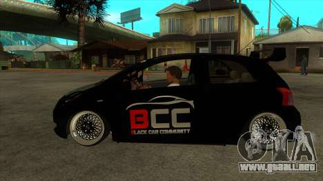 Toyota Yaris (Vitz) [Black Car Community] para GTA San Andreas left