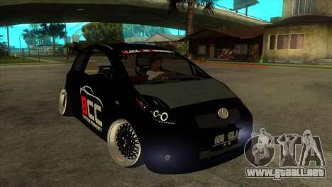 Toyota Yaris (Vitz) [Black Car Community] para GTA San Andreas vista hacia atrás