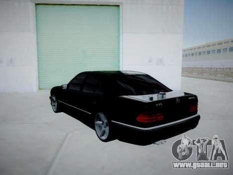 Mercedes-Benz E55 W210 para GTA San Andreas vista posterior izquierda