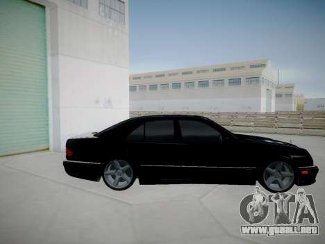 Mercedes-Benz E55 W210 para GTA San Andreas left