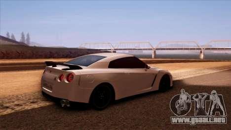 Nissan GT-R R35 para la visión correcta GTA San Andreas