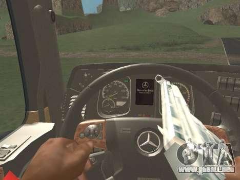 Mercedes-Benz Actros Mp4 6x2 v2.0 Gigaspace v2 para GTA San Andreas vista hacia atrás